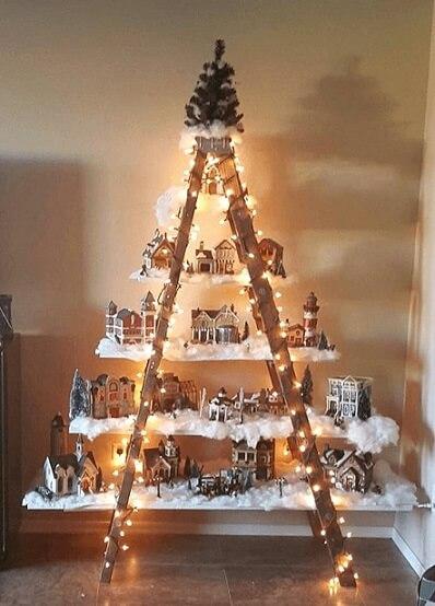 Árvore de natal artesanal com escada e prateleiras Foto de Steve LaRese