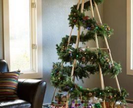 Árvore de natal artesanal com estrutura de madeira e enfeites de natal Foto de Pinterest