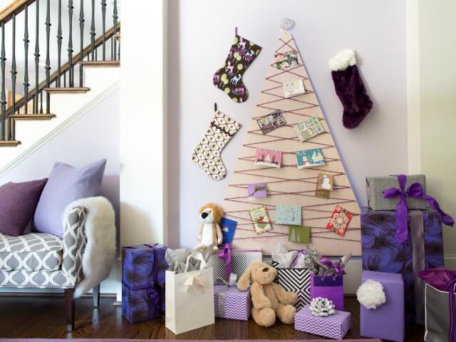 Árvore de natal artesanal com fio e cartões Foto de HGTV