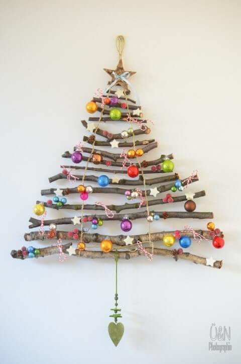 Árvore de natal artesanal com galhos e enfeites de natal Foto de Kitchen Fun With My 3 Sons