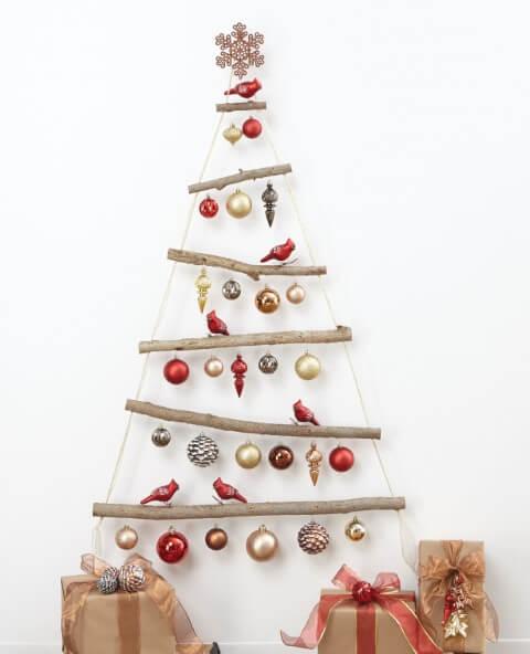 Árvore de natal artesanal com galhos e enfeites de natal de passarinhos Foto de Pinterest