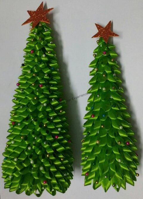 Árvore de natal artesanal de laços verdes Foto de Sharing Our Experiences