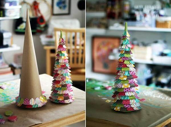 Árvore de natal artesanal de papelão com papeis coloridos Foto de VTV