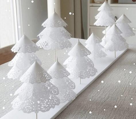 Árvore de natal artesanal de papel branco Foto de The Party People
