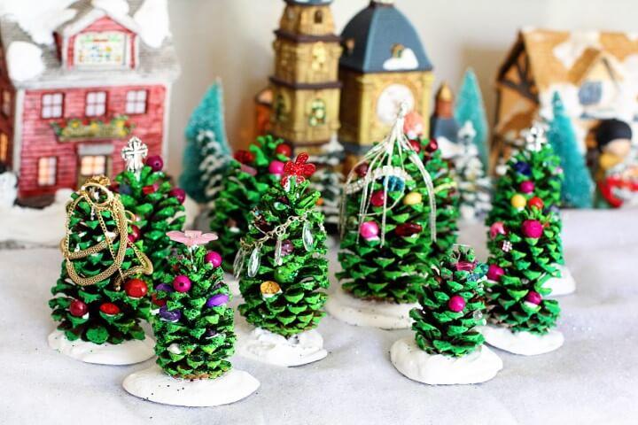 Árvore de natal artesanal de pinha Foto de Yandex