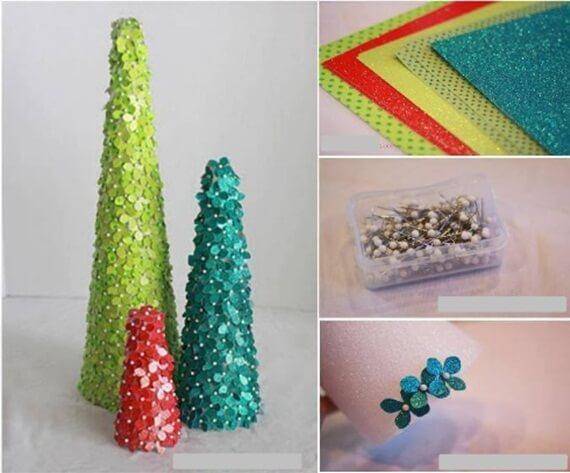 Árvore de natal artesanal feita com miçangas Foto de So Creative Things