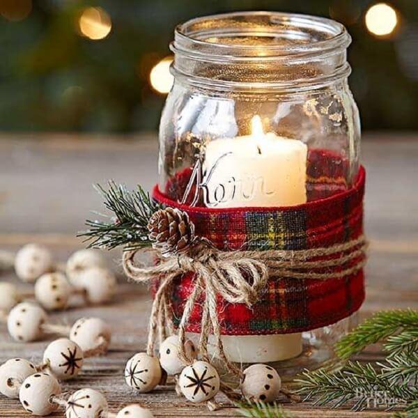 Utilize potes de vidro e velas para formar lindos arranjos de Natal