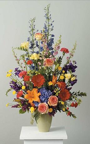 Arranjo alto de flores do campo em vaso pequeno Foto de Best Floral
