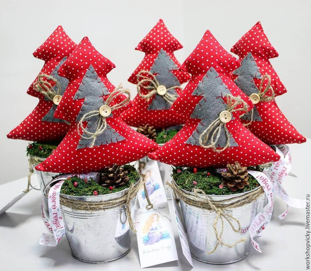 Artesanato de natal feito com tecido e vasos