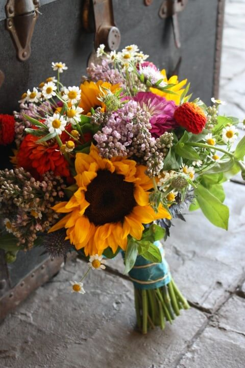 Buquê de flores do campo de tamanhos diversos Foto de Quickcalcs