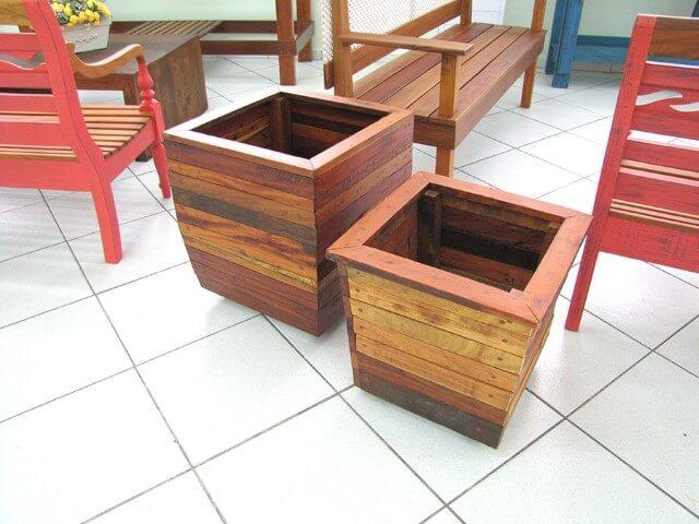 Cachepot de madeira com tons de marrom diferentes Foto de Pinterest
