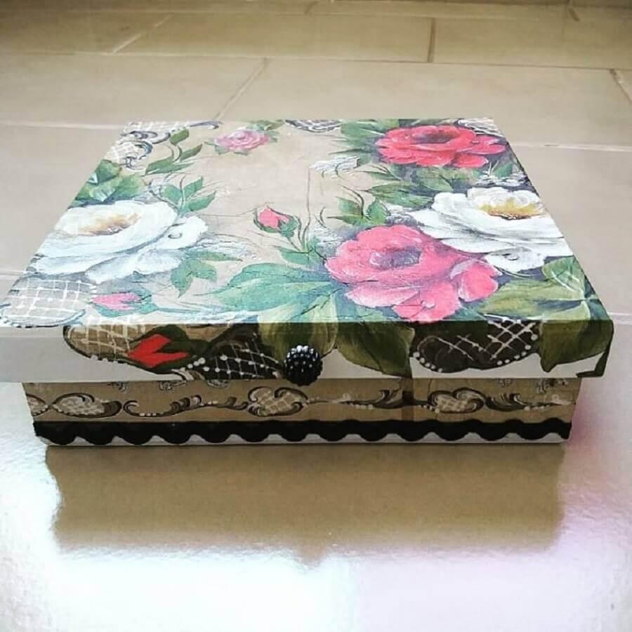 Caixa de madeira decorada com decoupage Foto Ricafé Artesanatos