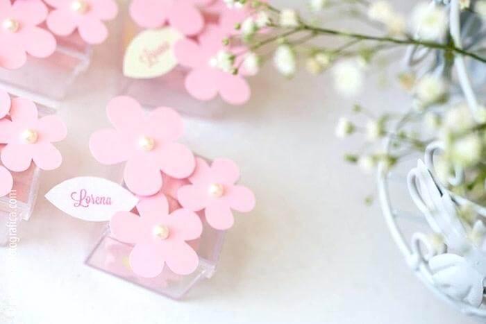 Caixinha de acrílico com florzinhas para decoração de festa jardim encantado Foto de Alex Stand