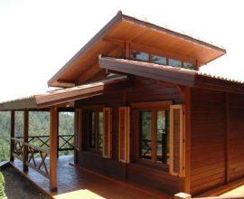 Casas pré-fabricadas de madeira com janelas de madeira
