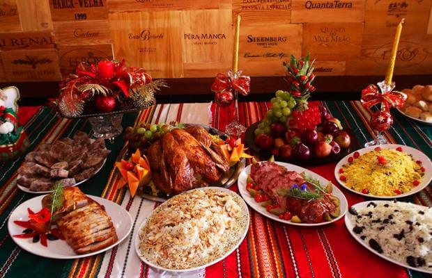 Christmas supper with variety of meats and rice Photo by Diário MS
