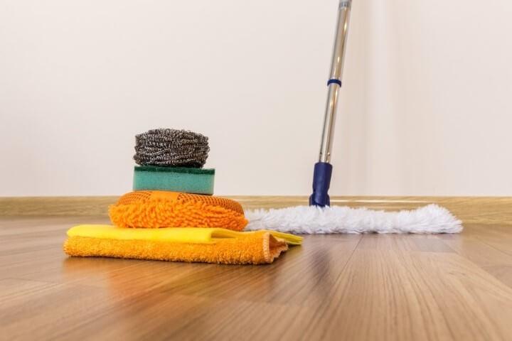 Como Limpar Piso Laminado No Dia A Dia Em Faxinas E Com