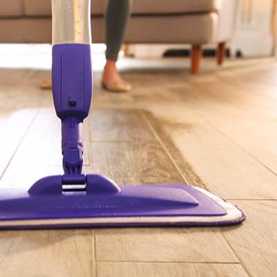 Como limpar piso laminado no sentido da madeira Foto de Rideline