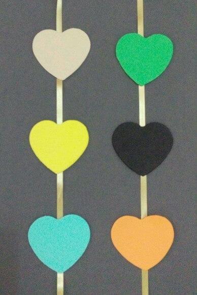 Cortina de coração colorido em fita de cetim Foto de LM Artes e Bijoux