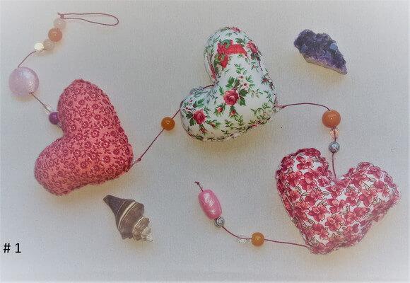Cortina de coração com estampas floridas diversas Foto de Tom Pastel