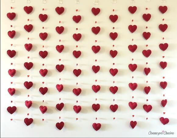 Cortina de coração de feltro vermelho Foto de Coisas pro Casório