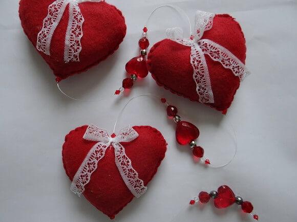 Cortina de coração de miçanga e de feltro Foto de Art&Ornamento