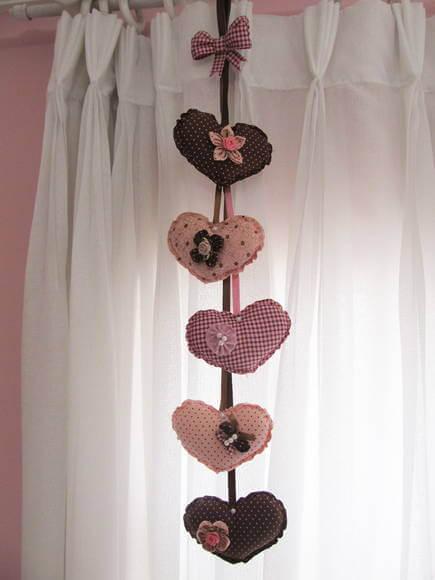 Cortina de coração em tons de rosa e marrom Foto de Fuxicando Arte