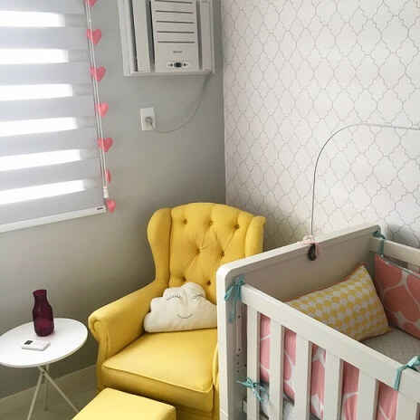 Cortina de coração rosa de feltro em quarto de bebê Foto de Retalhos Ateliê