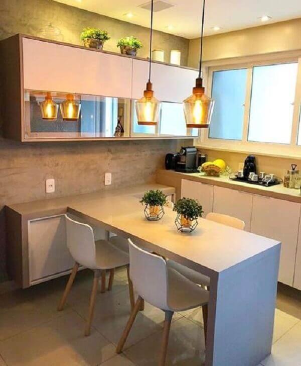 Cozinha americana pequena com piso