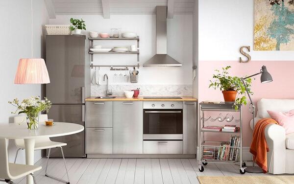 Cozinha americana pequena conjugada em sala de jantar