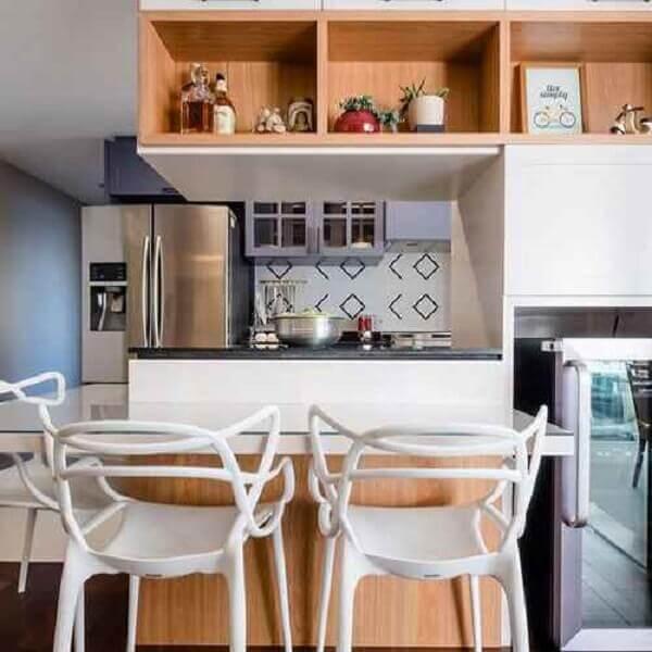 Cozinha americana pequena em apartamento