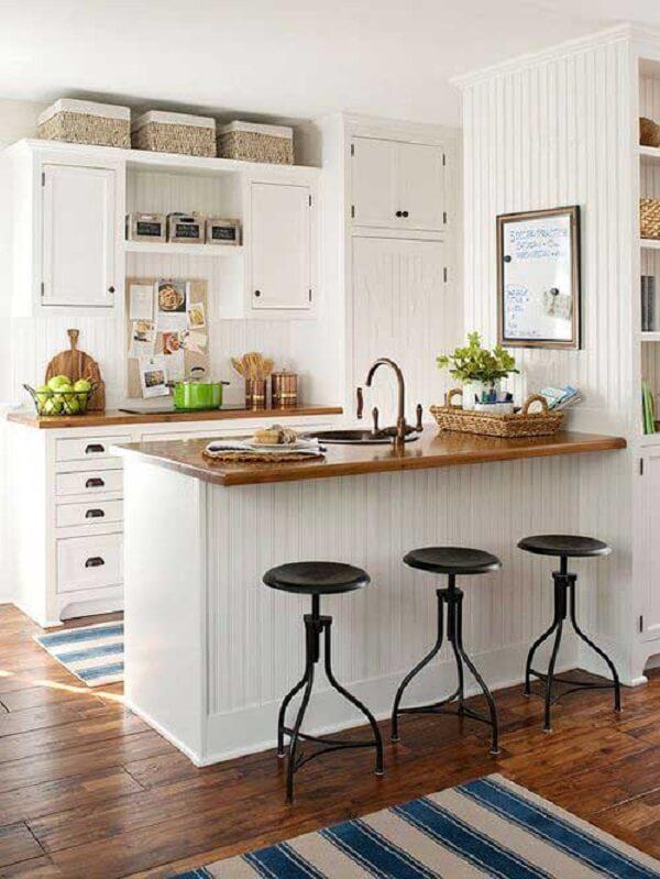 Cozinha americana pequena estilosa e simples