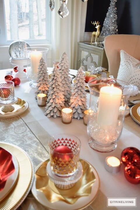 Simple centerpiece decoration for Christmas dinner table Photo by Citrine Living