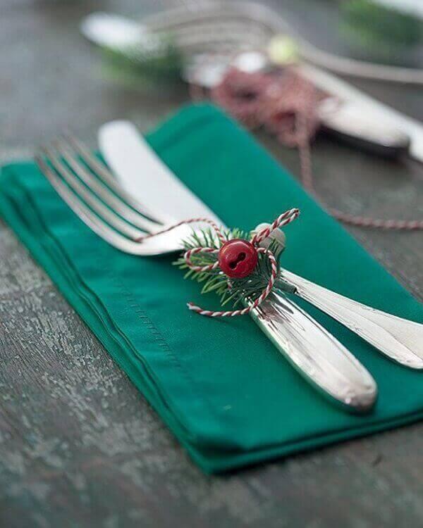 Decoração de natal simples e barata com garfo e guardanapo verde