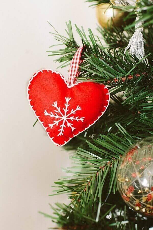 Decoração de natal simples e barata coração com feltro