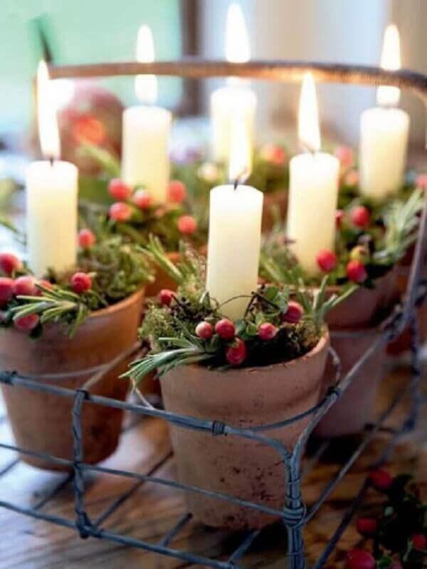 Decoração de natal simples e barata em vasos com velas