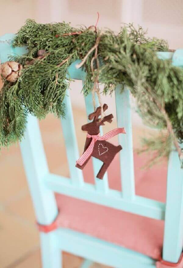 Decoração de natal simples e barata enfeite para cadeira