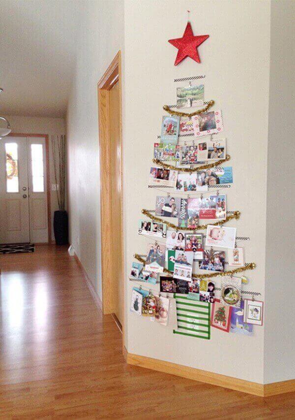 Decoração de natal simples e barata mural de fotos como árvore de natal na parede