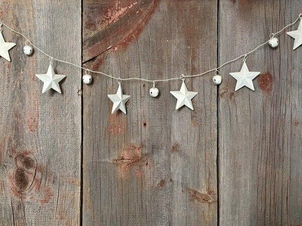 Decoração de natal simples e barata para decorar parede de madeira