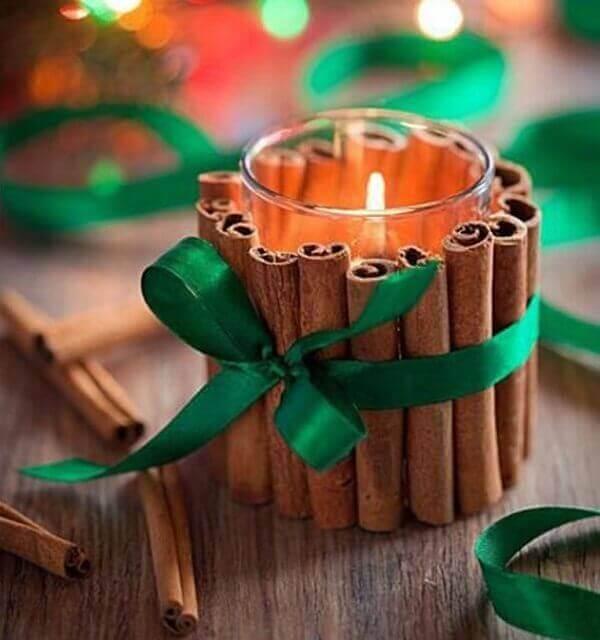 Decoração de natal simples e barata vela decorada com canela
