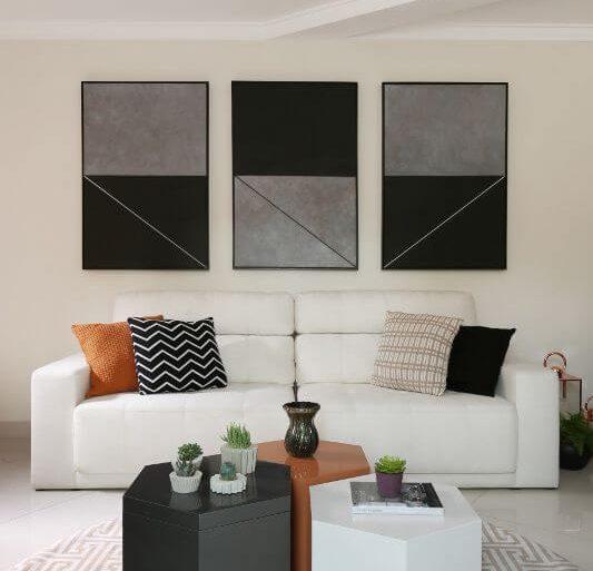 Decoração de sala de estar com mesas de centro com baú Projeto de Bianchi Lima