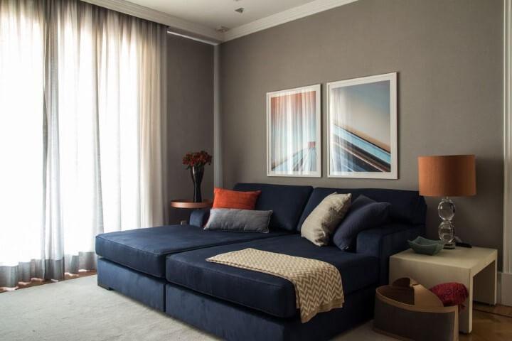Decoração de sala de estar com sofá-cama de casal Projeto de Marilia Veiga