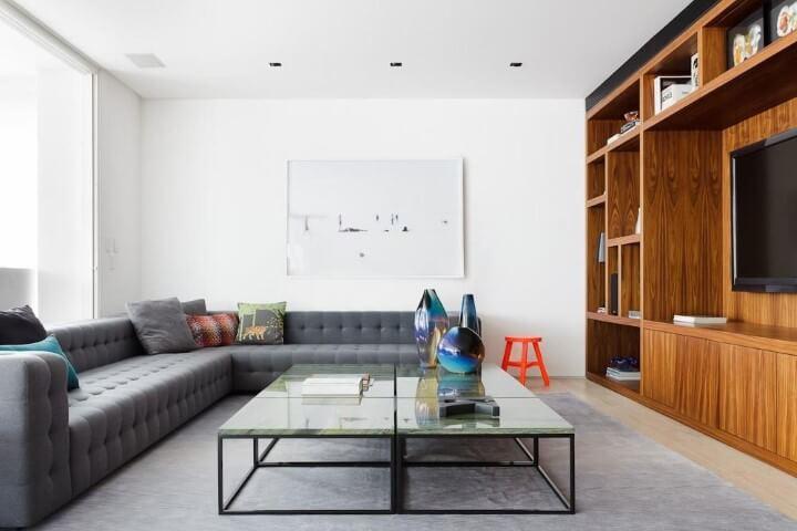 Decoração de sala de estar com sofá de canto amplo Projeto de Suite Arquitetos