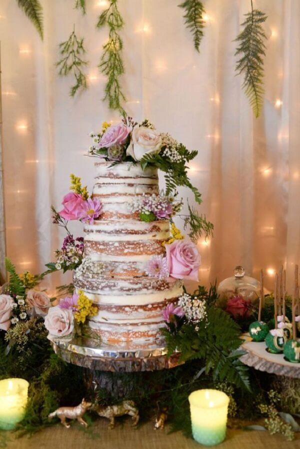 Decoração especial para o bolo da festa jardim encantado