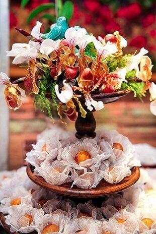 Decoração jardim encantado com docinhos e flores reais Foto de Constance Zahn
