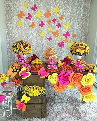 Decoração jardim encantado em tons de rosa, laranja e amarelo Foto de Belo Toque