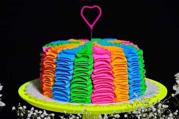 Decoração neon com bolo em cores neon Foto de Kara's Party Ideas