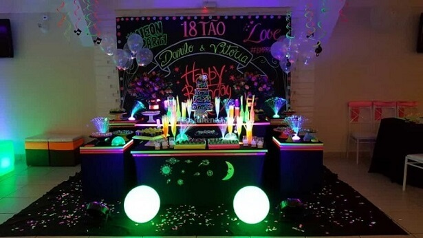 Decoração neon com tinta que brilha no escuro Foto de Casamentos