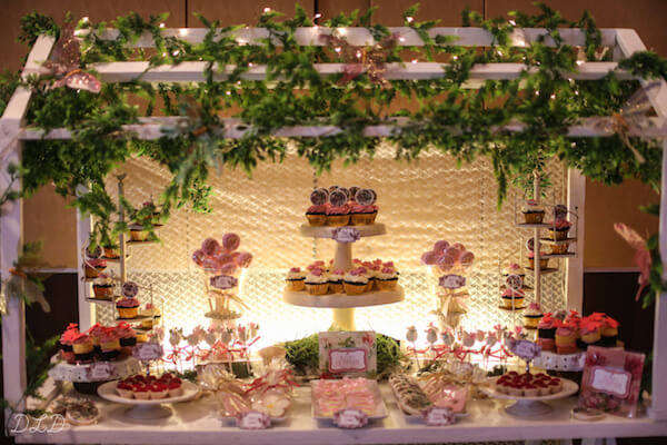Festa jardim encantado em salão de festa Foto de Baby and Breakfast