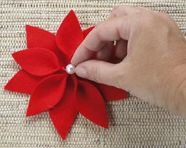 Flor de natal com pérola colada