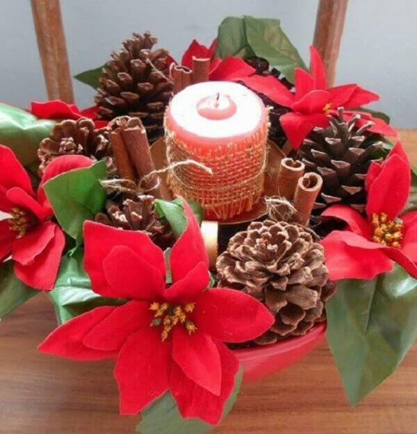 Flor de natal decora mesa